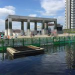 パルテノン多摩の上の池で水遊びができます(8月末まで)